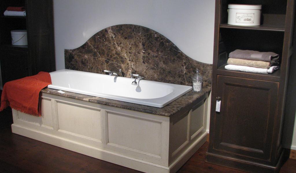 habillage-baignoire-marbre-marron-impÇrial