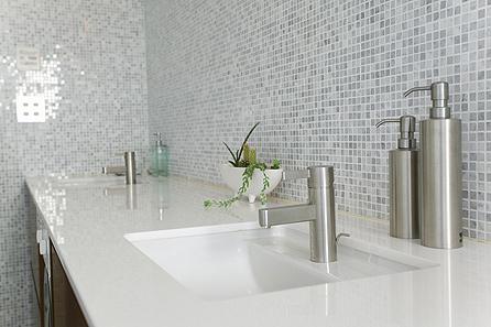 salle-bain-plan-de-vasque-quartz-blanc-absolut